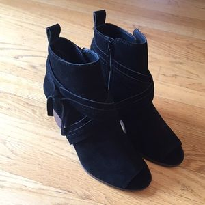 Lucky Brand Udom Black Suede Peep Toes! 👀